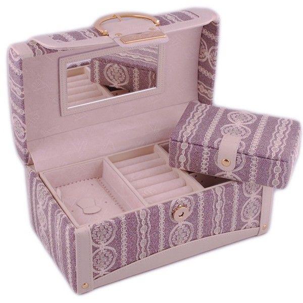 Красивую и функциональную шкатулку можно сделать из готовой коробки (допустим из под конфет) или просто из картона